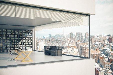 Photo pour See-through bâtiment extérieur avec fenêtres panoramiques, lieu de travail, divan et étagère sur fond de ville. rendu 3D - image libre de droit