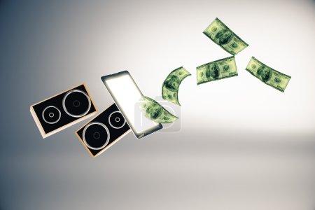 Photo pour Hauts-parleurs abstraites et billets d'un dollar battant hors écran de téléphone cellulaire sur fond gris. rendu 3D. Concept en ligne de réservation concert billets - image libre de droit