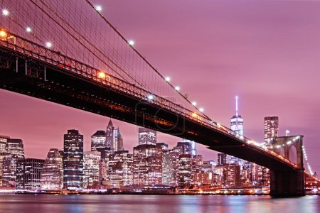 Photo pour Pont de Brooklyn en vue de nuit de Manhattan, New York City - image libre de droit