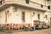 Manila, Filipíny - 29 ledna 2014: každodenní pouliční život ve čtvrti Intramuros, který byl sídlem vlády, když Filipíny byly součástí španělského impéria