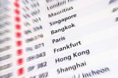 Digitální displej na mezinárodním letišti s lehké připojení a městech po celém světě - pojem životní styl cestování s exkluzivní destinací po celém světě - odjezdy a příjezdy Terminálové brány