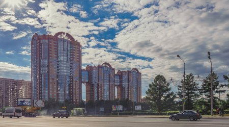 Photo pour City landscape with an elite apartment building Mozhayskoe 2. View from the house of Kutuzov Avenue. Moscow - image libre de droit