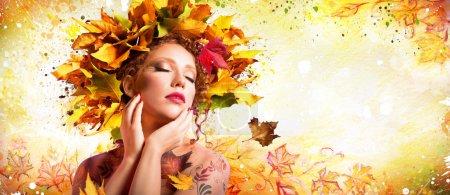 Photo pour Art de la mode en automne - Maquillage artistique avec coiffure Nature - image libre de droit