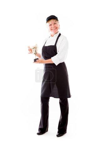 Photo pour Modèle tenant un trophée isolé sur fond blanc uni - image libre de droit