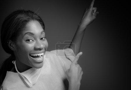 Photo pour Modèle pointant par les doigts isolés sur fond uni en studio - image libre de droit