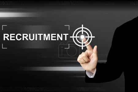 Photo pour Main d'entreprise en cliquant sur le bouton de recrutement sur une interface d'écran tactile - image libre de droit