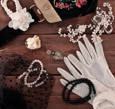 Vintage jewelery and accessories