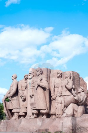 Monument depicting workers symbolizing the friendship between the Russian and Ukrainian peoples erected in 1982