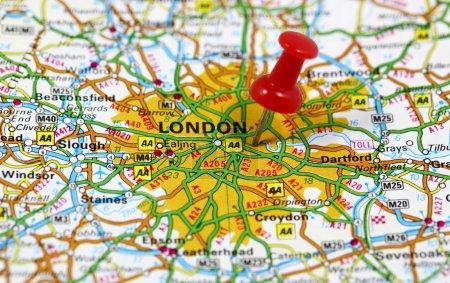 Photo pour Carte avec pinpoint de Londres en Angleterre - image libre de droit
