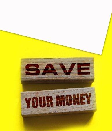 Bloc en bois twith ext Économisez votre argent. Concept d'entreprise et de finance.