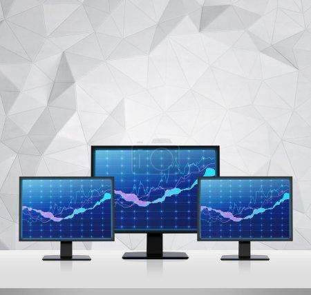 Photo pour Trois écrans avec vendre et acheter des flèches - image libre de droit