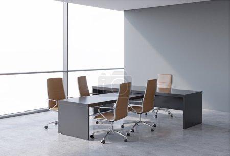 Photo pour Intérieur de bureau moderne avec d'immenses fenêtres et copier la vue panoramique sur l'espace. Un concept de chef de la direction du milieu de travail. rendu 3D. - image libre de droit
