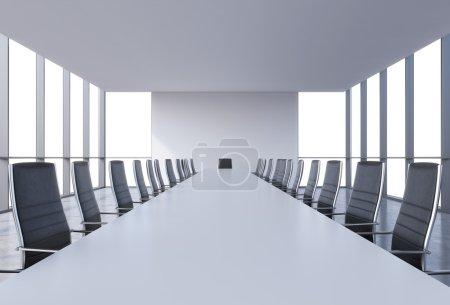Photo pour Salle de conférence panoramique dans le bureau moderne, copie vue de l'espace depuis les fenêtres. chaises en cuir noir et un tableau blanc. rendu 3d - image libre de droit