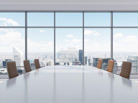 Photo pour Salle de conférence panoramique dans le bureau moderne à New York City. chaises en cuir brun et une table. rendu 3d. - image libre de droit