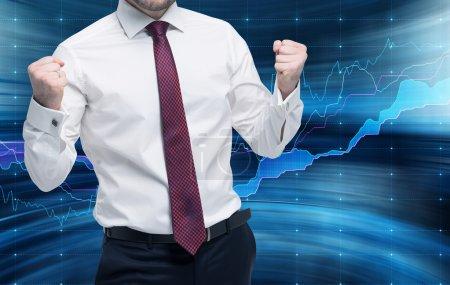 Photo pour Trader réussi obtient un gain massif. Concept de gestion de portefeuille. Graphique Forex sur le fond . - image libre de droit