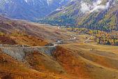 Hory údolí podzimní mlhy (pohled shora)