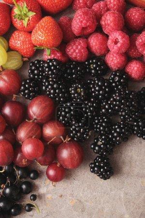 Photo pour Sélection de fruits frais d'été - image libre de droit