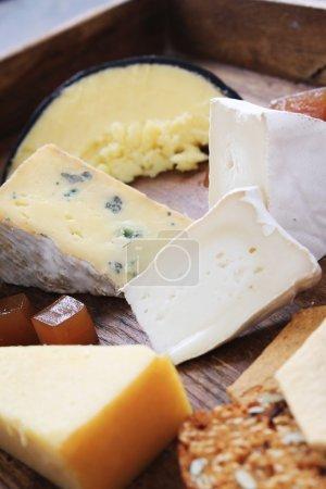 Photo pour Sélection de fromages frais sur bois ambiant - image libre de droit