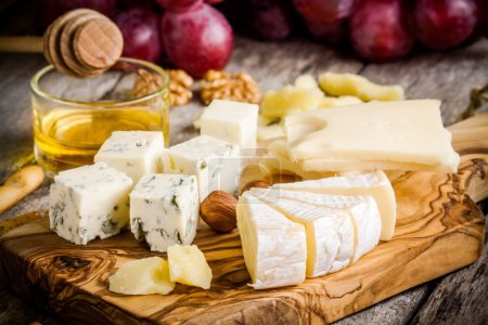 Cheese plate:Emmental, Camembert, Parmesan, blue c...