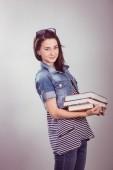 Mladá a krásná student s knihami