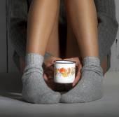 Dívka s kávou