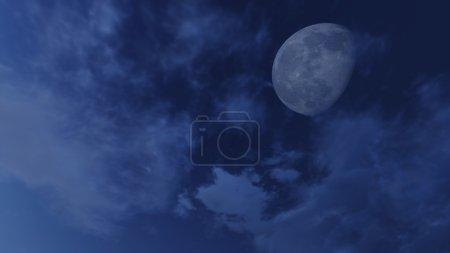 Photo pour Ciel nocturne nuageux avec demi-lune fantastique et étoiles - image libre de droit