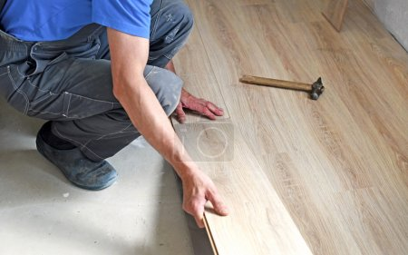 male carpenter puts the laminate