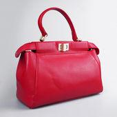 červené ženské kabelky