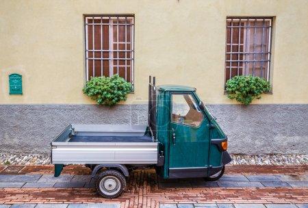 Photo pour Vieux Piaggio Ape Car - Albenga, Savone, Ligurie, Italie - image libre de droit