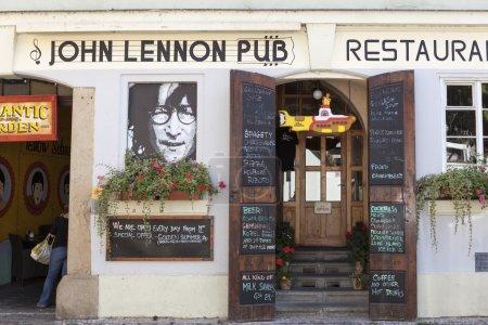 Фотография Джона Леннона паб