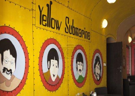 Фото Желтая подводная лодка в