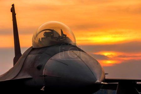 F16 falcon fighter jet