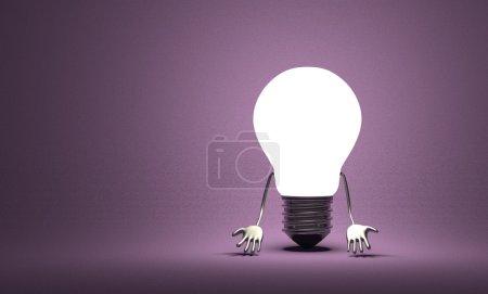 Photo pour Découragée incandescent caractère ampoule tungstène avec mains quel coup bas sur violet texture fond - image libre de droit