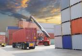 Vysokozdvižný vozík manipulační box kontejner v loděnici