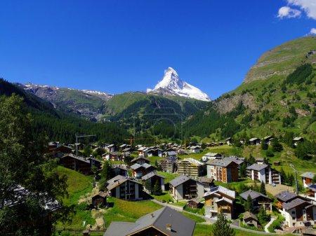 Photo pour Zermatt en Suisse, ville sans voiture verte - image libre de droit