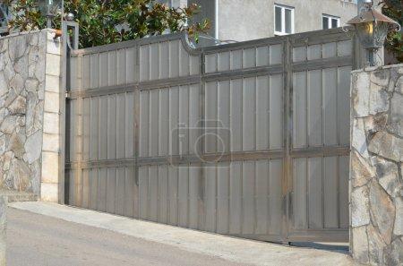 Photo pour Gate modern - image libre de droit