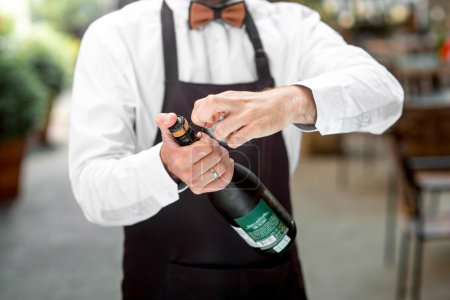 Bar, weiß, Glas, halten, Person, eine - B80962874