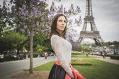Mladá žena turistické eifel Tower Paříž