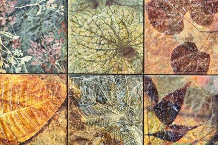 Photo pour Vieux mur céramique modèles artisanat Thaïlande public. - image libre de droit