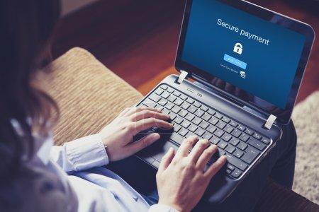Photo pour Message de paiement sécurisé à l'écran . - image libre de droit