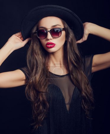 Woman in black hat and sunglasses