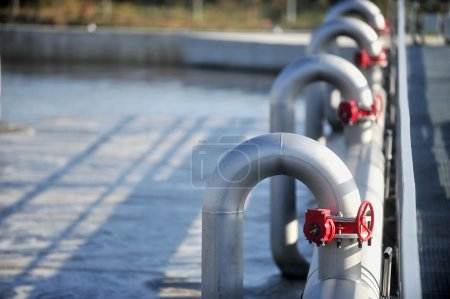 Photo pour Industrial pipes from a waste water treatment plant - image libre de droit
