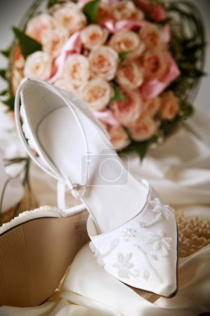 Brides shoes with accessories