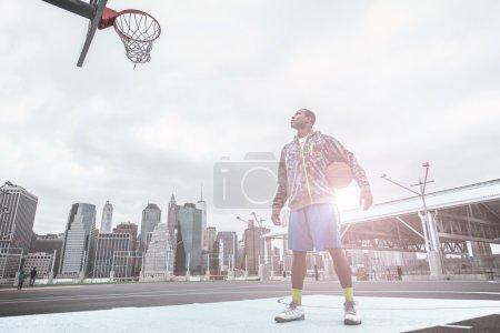 basketball player focus on the basket