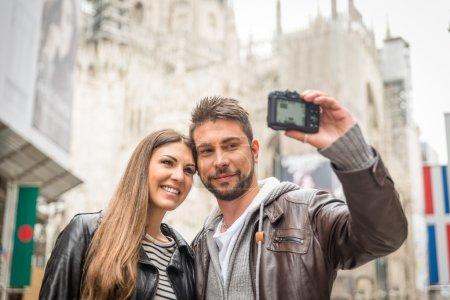 Photo pour Selfie sur la place duomo - image libre de droit