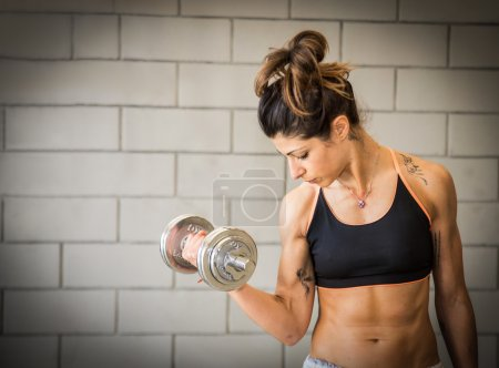 Woman training bicep
