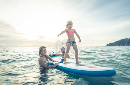 happy family Surfing
