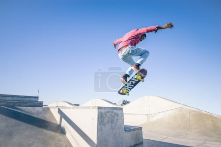 Skateboarder doing triks