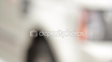 Žena ruční lisy na dálkové ovládání auta poplašné systémy