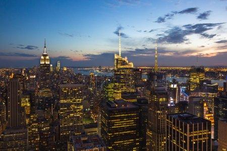 Photo pour Cette photo a été prise du ciel de New York après le coucher du soleil. - image libre de droit